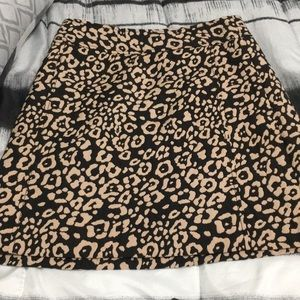 Loft size 2 animal print skirt with pockets.